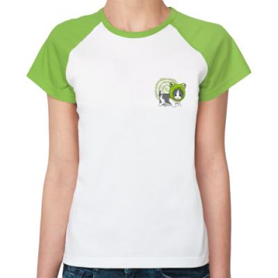 Женская футболка реглан Кот с лягушкой на голове