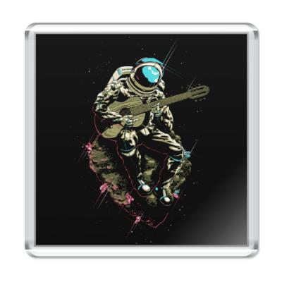 Магнит Космонавт с гитарой
