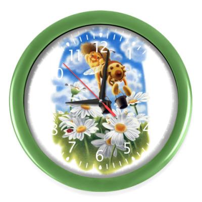 Настенные часы Пчёлка над ромашками