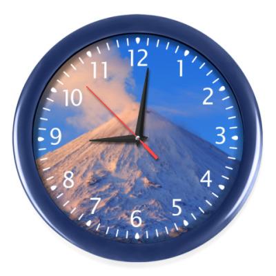 Настенные часы Пейзаж Камчатка: зима, горы и извержение вулкана