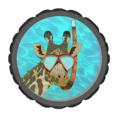 Подушка Жираф в иллюминаторе