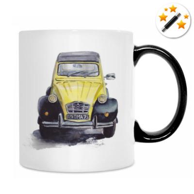Жёлтый ретро-автомобиль