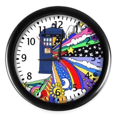 Настенные часы ТАРДИС - Радужная Вселенная ДК
