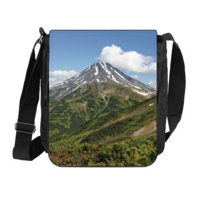 Сумка на плечо (мини-планшет) Пейзаж полуострова Камчатка: лето, вулкан и горы
