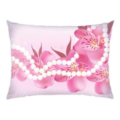 Подушка цветы и жемчужные бусы