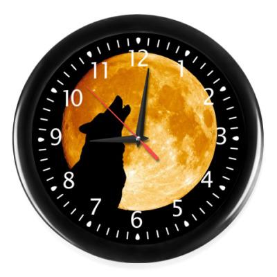 Настенные часы Волк воет