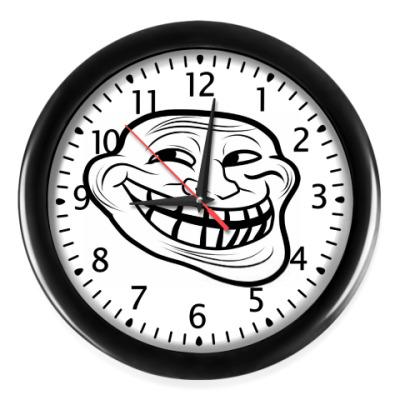 Настенные часы Тролфейс