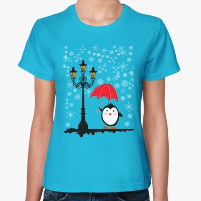 Женская футболка Пингвин в снегу