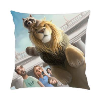 Подушка Лев и Енот в Риме