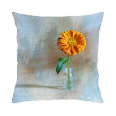 Подушка Цветок календулы