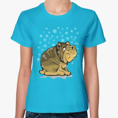 Женская футболка Собака бульдог и снежинки