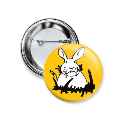 Значок 37мм  Белый кролик