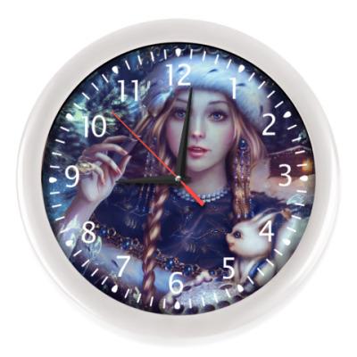 Настенные часы Новогодняя Снегурочка с белкой