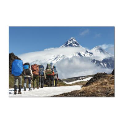 Наклейка (стикер) Полуостров Камчатка, туристы идут на фоне вулканов