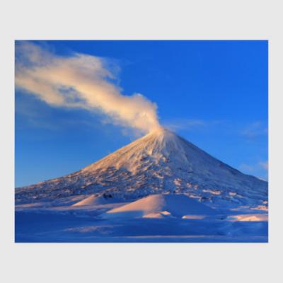 Постер Пейзаж Камчатка: зима, горы и извержение вулкана