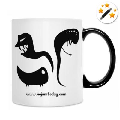 Кружка-хамелеон Чёрный кот в тёмной комнате