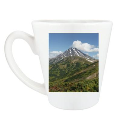 Чашка Латте Пейзаж полуострова Камчатка: лето, вулкан и горы