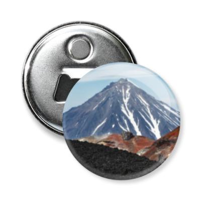 Магнит-открывашка Вулканы, летний пейзаж полуострова Камчатка