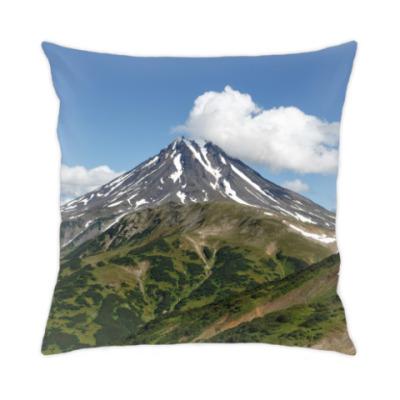 Подушка Пейзаж полуострова Камчатка: лето, вулкан и горы