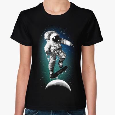 Женская футболка Astronaut on skateboard