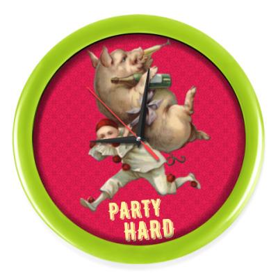 Настенные часы PARTY HARD
