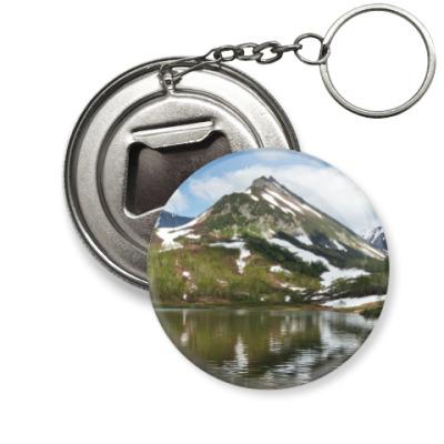 Брелок-открывашка Полуостров Камчатка, горы, горное озеро, отражение
