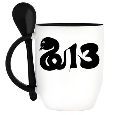 Кружка с ложкой Новогодний принт Змея-2013 год