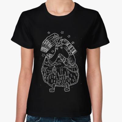 Женская футболка Девица-небо задирает юбку