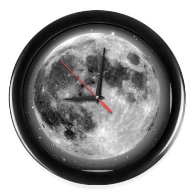 Настенные часы Луна в иллюминаторе