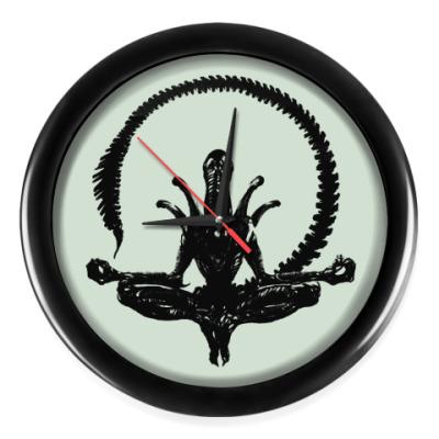 Настенные часы Чужой