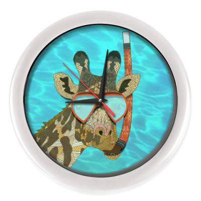 Настенные часы Жираф в иллюминаторе