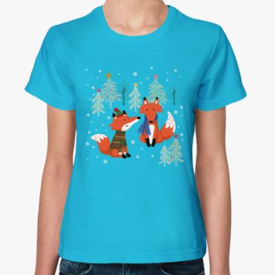 Женская футболка Лисы в зимнем лесу