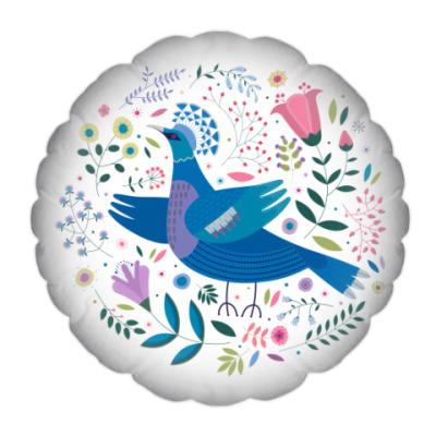 Венценосный голубь среди цветов