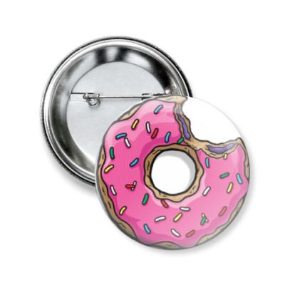 Значок 50мм Надкусанный пончик