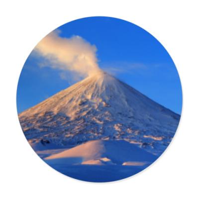 Виниловые наклейки Пейзаж Камчатка: зима, горы и извержение вулкана