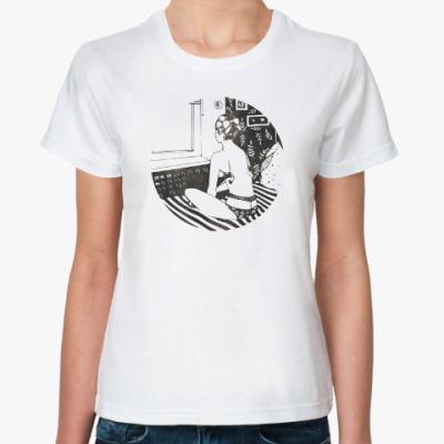 Классическая футболка Девушка у окна