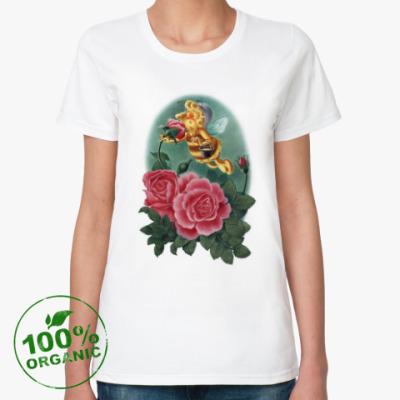 Женская футболка из органик-хлопка Пчёлка нюхает розу