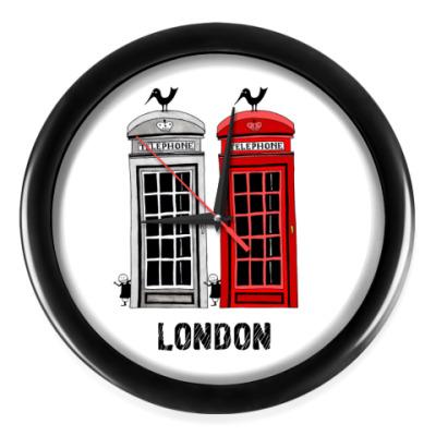 Настенные часы 'Телефонные будки'