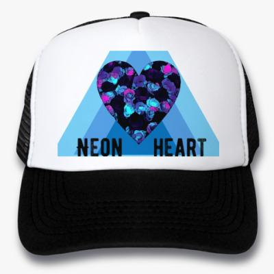 Кепка-тракер Неоновое сердце