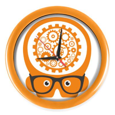 Настенные часы 'Думай как баг'