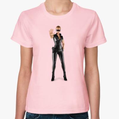 Женская футболка Девушка в форме