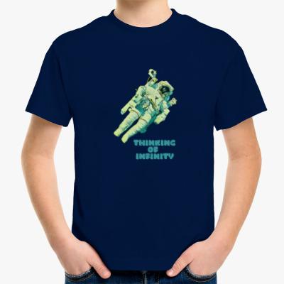Детская футболка Космонавт в Бесконечной Вселенной